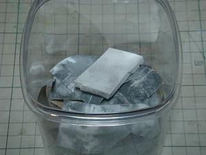 石粉粘土を削った後の紙やすり